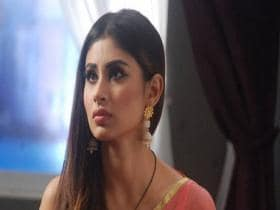 Mouni Roy on working with Akshay Kumar in Gold: 'He is sincere in every shot'