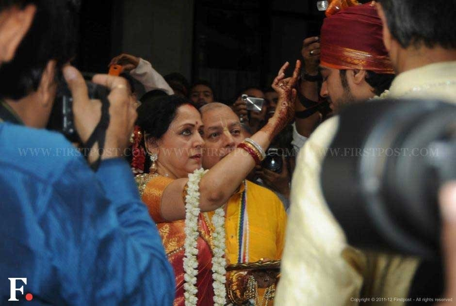 Wearing a Kanjeevaram saree, Hema Malini welcomed the groom Bharat Takhtani at the Iskcon temple. Raju Shelar/Firstpost