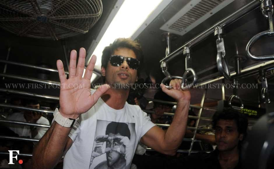 Shahid Kapoor travelling by a Mumbai local train. Raju Shelar/Firstpost