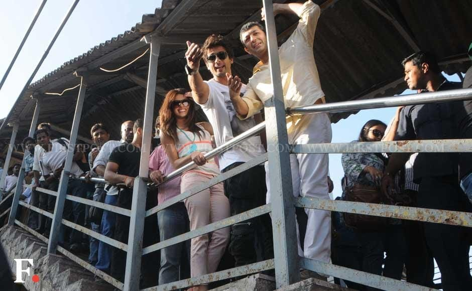 Priyanka Chopra, Shahid Kapoor and Kunal Kohli at a train station. Raju Shelar/Firstpost