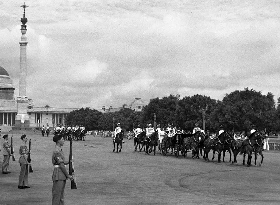 In this handout picture taken 15 August 1947, British Governor-General Lord Mountbatten rides in a carriage alongside Lady Edwina Mountbatten prior to witnessing the raising of the Indian tricolour for the first time at India Gate in New Delhi. Getty Images