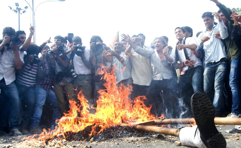 Protestors burn effigies representing Prime Minister Manmohan Singh in New Delhi. Naresh Sharma/ Firstpost