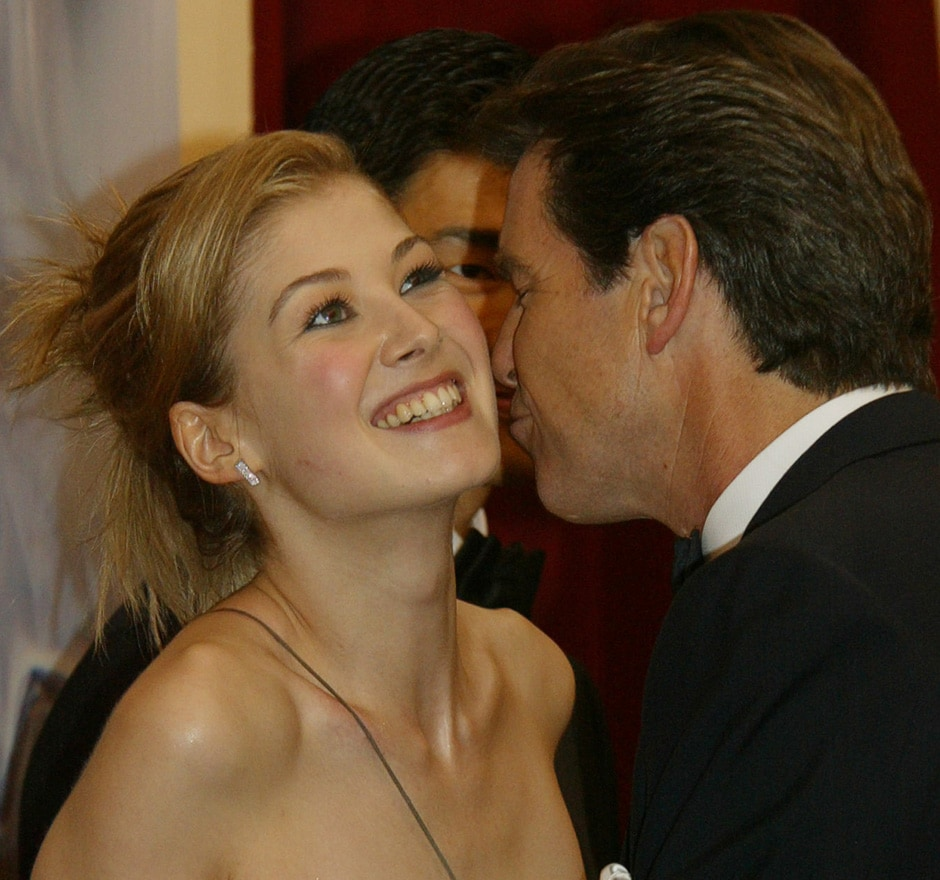 """Pierce Brosnan who plays James Bond kisses co-star Rosamund Pike at the World Premiere of the latest Bond film """"Die Another Day"""" at London's Royal Albert Hall November 18, 2002. Reuters"""