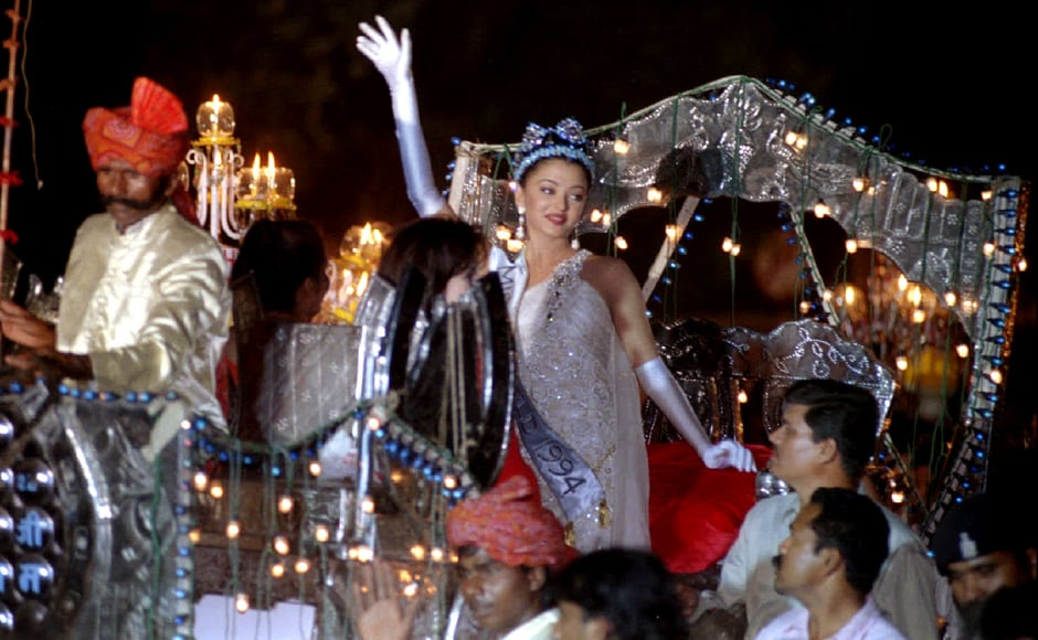 Miss World Aishwarya Rai waves from a horse-drawn carriage during a torch light procession in her honour after return to Bombay, on 16 December 1994. Reuters