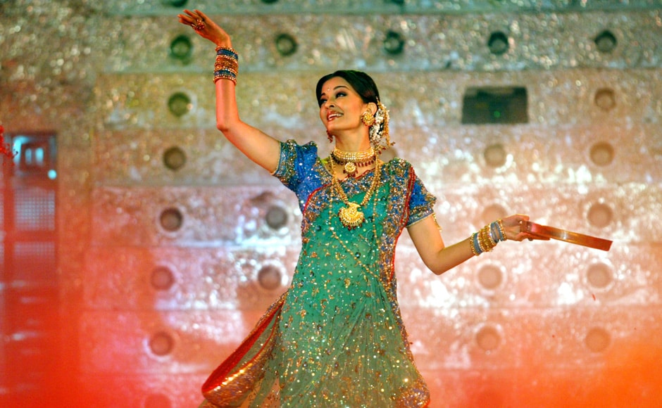 "Bollywood star Aishwarya Rai performs during a concert called ""HELP"" in Bombay 6 February 2005. Bollywood stars took part in a concert to raise funds for Indian tsunami victims. Reuters"