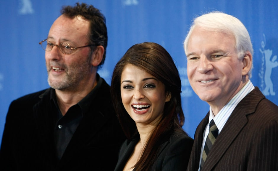Actors Jean Reno, Steve Martin and Aishwarya Rai Bachchan (L-R) during a photocall to promote the movie 'Pink Panther 2' at the 59th Berlinale film festival in Berlin, 13 February 2009. Reuters