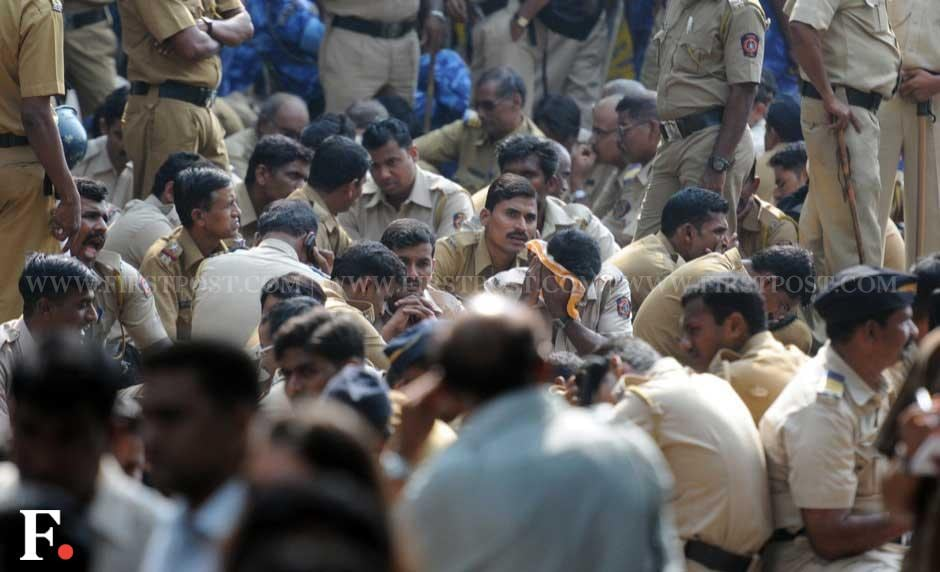 Police personnel outside Matoshree. Sachin Gokhale/ Firstpost