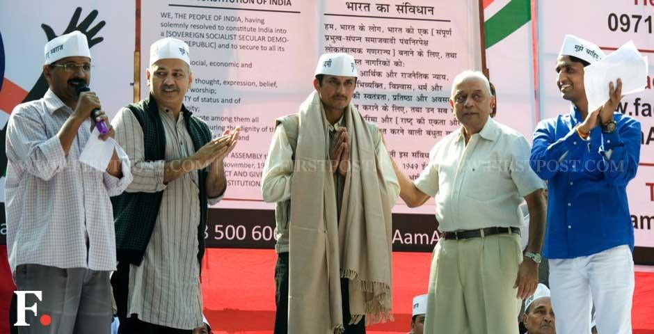 (Left to right) Arvind Kejriwal with associate Manish Sisodia, former NSG commando Surendra Singh and Kumar Vishwas at the formal launch of the Aam Aadmi Party at Jantar Mantar. Naresh Sharma/ Firstpost