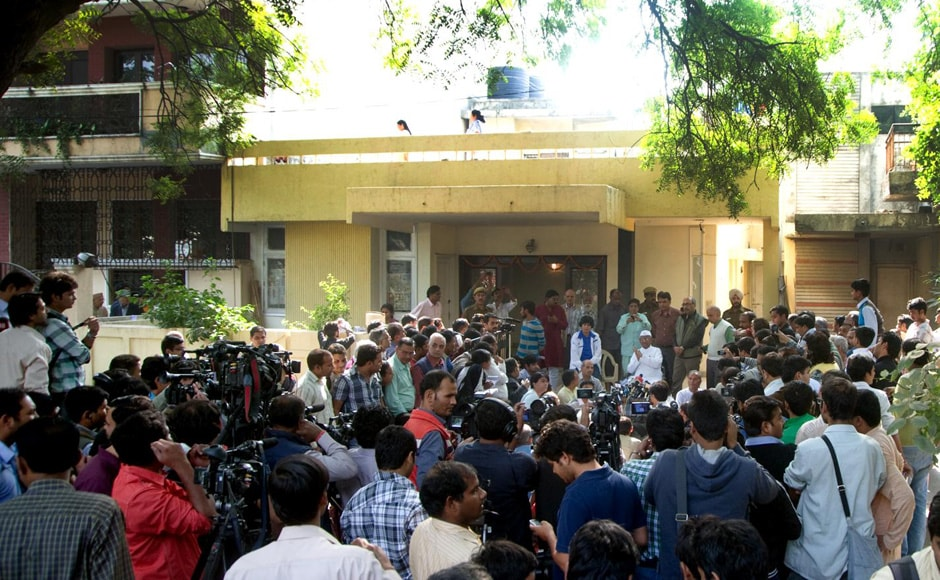 The crowd outside Anna's new office at Sarvodaya Enclave in south Delhi. Naresh Sharma/Firstpost
