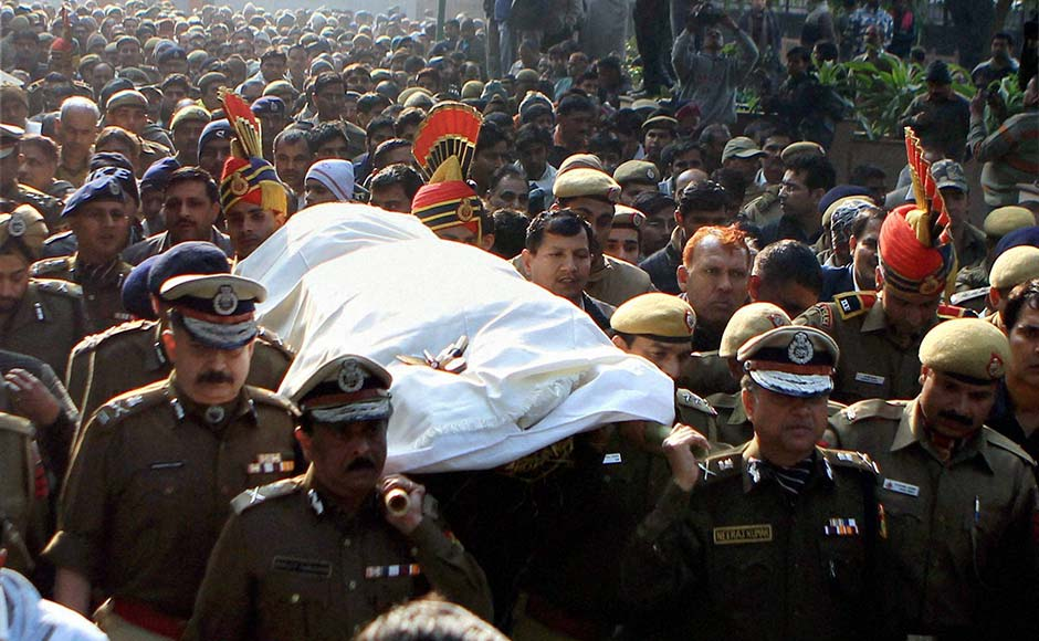 Delhi Police Commissioner Neeraj Kumar along with other senior police officers carry the body of constable Subhash Chand Tomar during his cremation in New Delhi on Tuesday.PTI