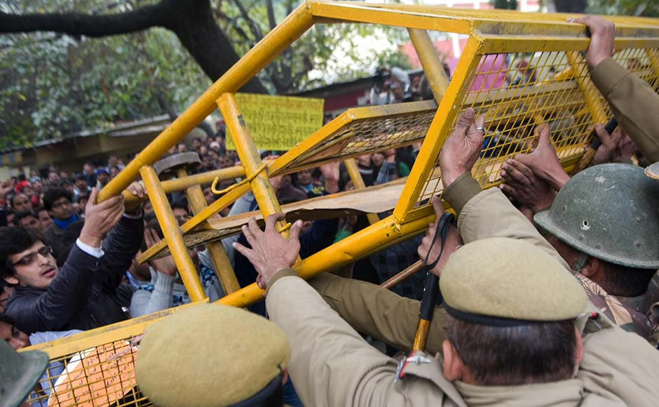 Delhi police clash with the group that tried to break the police barricade. Naresh Sharma/Firstpost