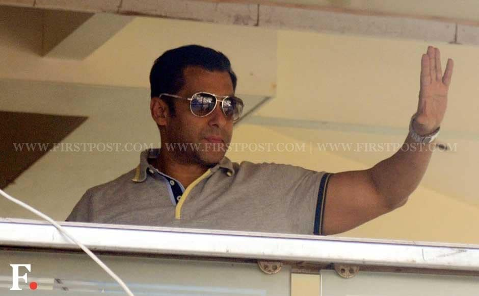 Salman Khan waves to his fans from Galaxy Apartments home on his birthday. Sachin Gokhale/Firstpost
