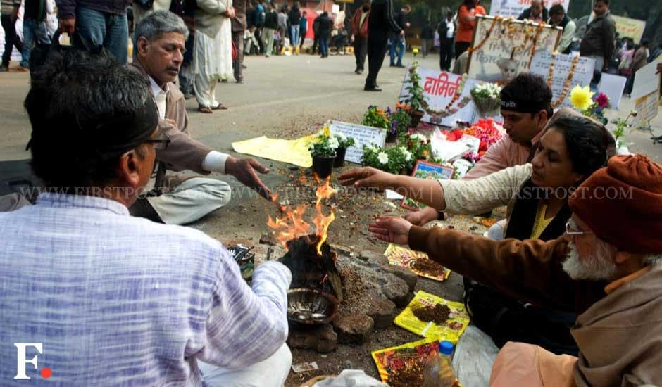 People performing rituals and offering prayers for the Delhi gangrape victim who died on 29 December. Naresh Sharma/Firstpost