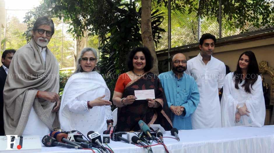Amitabh Bachchan and wife Jaya present a cheque to the charity organisation Plan India. Also seen in the photo are Bhagyashri Dengle, filmmaker Govind Nihalani, Aishwarya and Abhishek Bachchan. Sachin Gokhale/ Firstpost