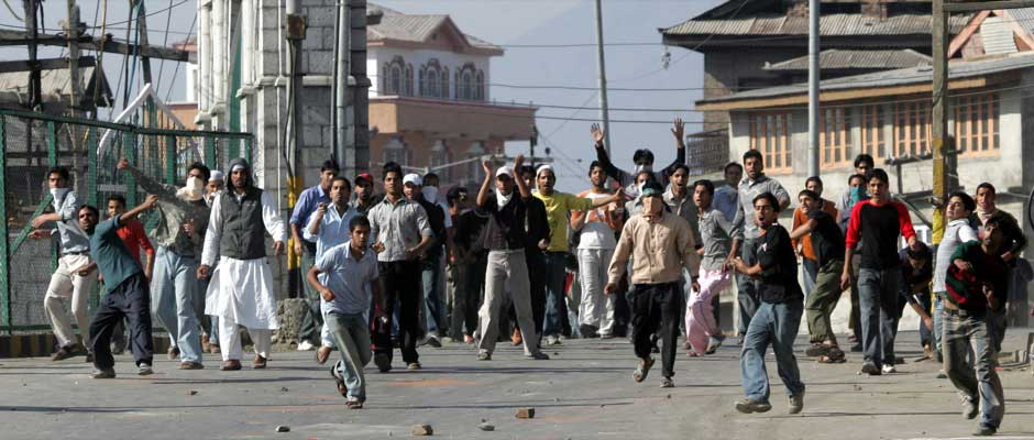 Kashmiri protesters throw stones at Indian police during a protest against the death sentence of Afzal Guru in Srinagar 6 October, 2006. Kashmir saw almost daily street protests after a Delhi court fixed the date for hanging Guru. Reuters