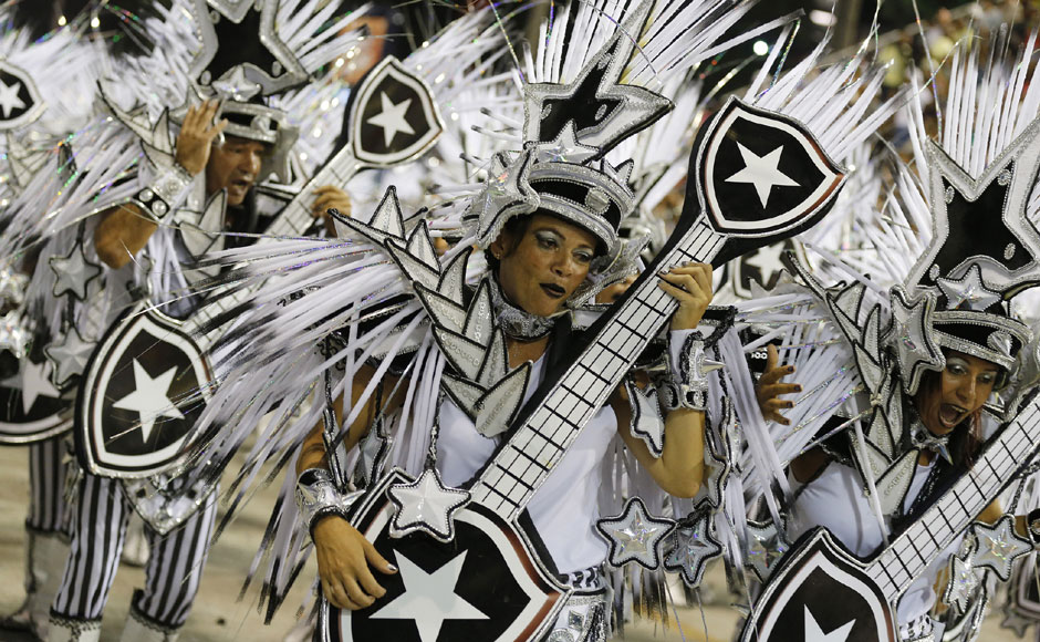 Revellers of Mocidade Independente samba school participate in the carnival. Reuters