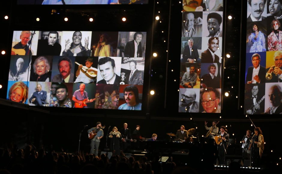 """Elton John and others perform """"The Weight"""" as a tribute to Levon Helm of The Band. Reuters"""