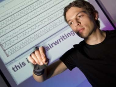 Airwriting: motion signals from a computer is in the air-case letters.  Photo: Volker Steger from the official press release.