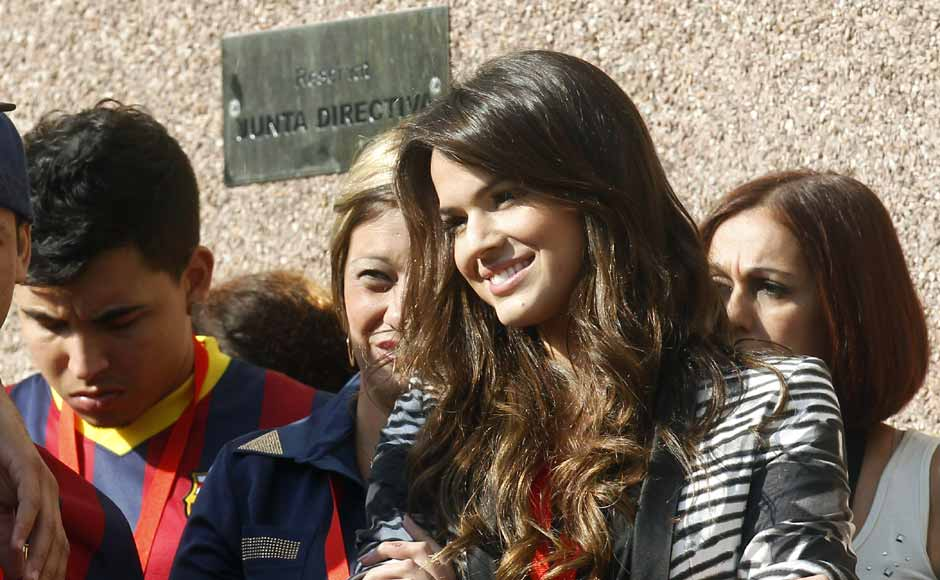 Images: Barcelona's main attraction - Neymar or his girlfriend?
