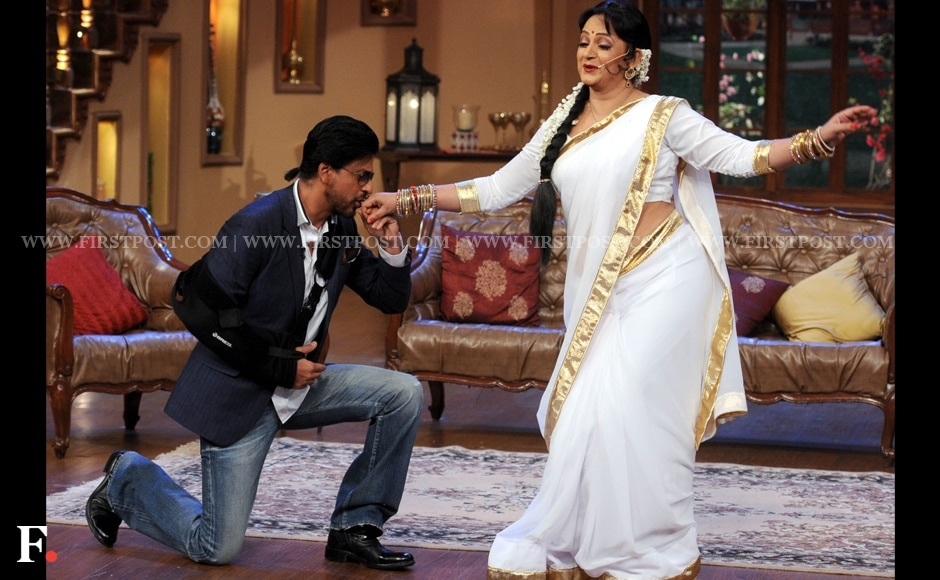 Shah Rukh Khan gets down on one knee. Don't tell his wife. Sachin Gokhale/Firstpost