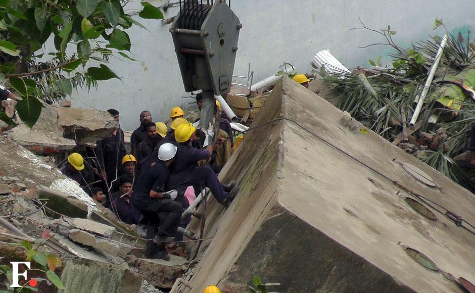 Mumbai building collapse dockyard webcam