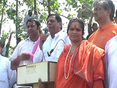 BJP leaders including Sangeet Som and Sadhavi Prachi at dais on the panchayt day at village Sikhera on 31 August. Image by Mahesh Kumar.