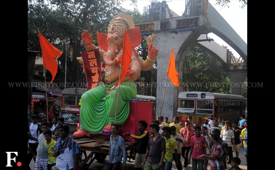 Sizable groups of people transporting Ganesha idols have held up traffic at some places in Mumbai. However, no one's complaining. SachinGokhale/Firstpost