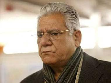 Om Puri rings in birthday with martyred jawan's family; seeks forgiveness for insensitive remark