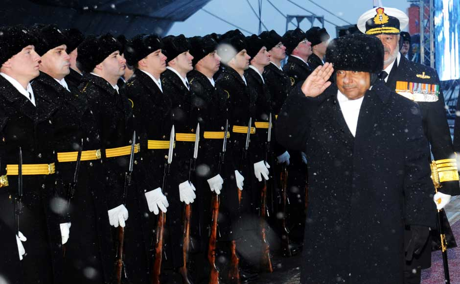 <br />Defence Minister AK Antony receives a Guard of Honour by the Russian Navy guards, on his arrival to attend the commissioning of INS Vikramaditya in Indian Navy, at Sevmash Shipyard in Russia on 16 November 2013. Image courtesy PIB