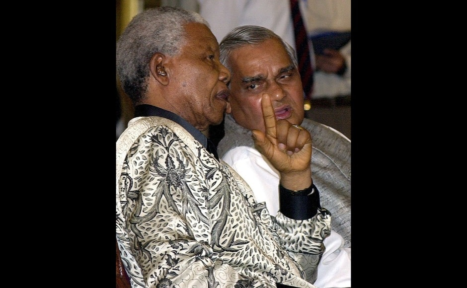 Nelson Mandela talks with Indian former Prime Minister Atal Behari Vajpayee during an award ceremony at the Presidential palace in New Delhi, 16 March 2001. Mandela received the award of the International Gandhi Peace Prize for social, economic and political transformation from Indian President KR Narayanan (not pictured). AFP