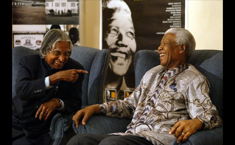 "Nelson Mandela and former India's President Abdul Kalam share a light moment at Mandelas office in Johannesburg, 16 September 2004. Kalam had hailed anti-apartheid icon Nelson Mandela as a ""mighty spirit"" -- a term signifying near-divine status in his country.<br />AFP"