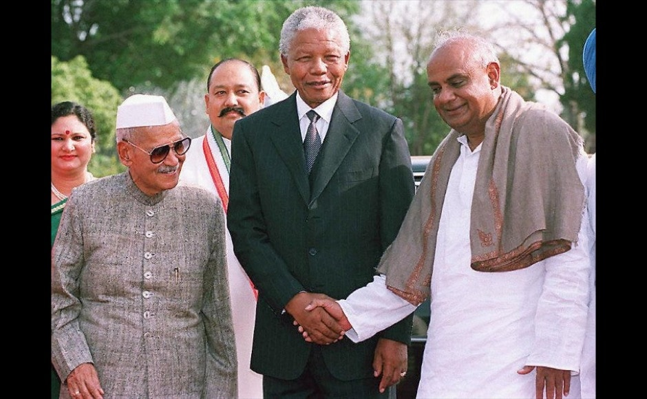 "Former SA President Nelson Mandela is greeted by Indian counterpart Shankar Dayal Sharma (L) and Prime Minister H.D. Deve Gowda (R) 27 March at Rashtrapati Bhavan Presidential Palace in New Delhi. Mandela, who arrived in New Delhi after attending Bangladesh's independence celebrations, called for the restructuring of the United Nations so that powers are evenly distributed. ""We don't believe a few countries should undermine what the international community decides,"" he said. AFP"