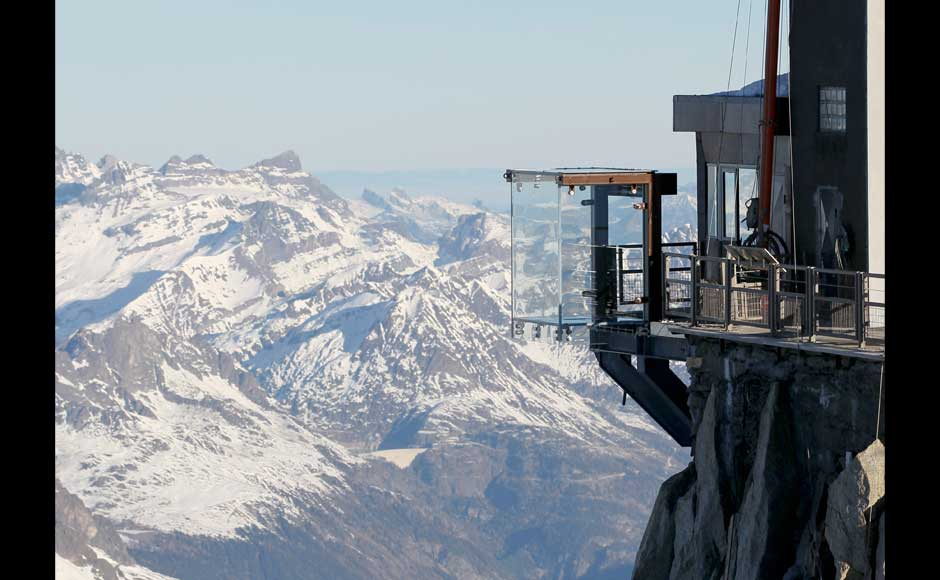 Images Chamonix Skywalk Lets You Walk 1000m Above The