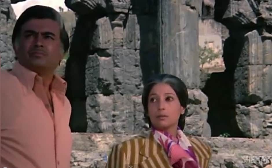 In 1975 Hindi hit film Aandhi, Suchitra Sen played the role of Aarti, a politician's daughter who, after a torrid affair and failed marriage with J.K. (Sanjeev Kumar), dedicates herself to her political career. Rumour had it that the movie was based on former Prime Minister Indira Gandhi's personal life, even though there are obvious differences between Aarti and Gandhi. However, there's no denying the similarity in their hairstyle. A screengrab from Aandhi.