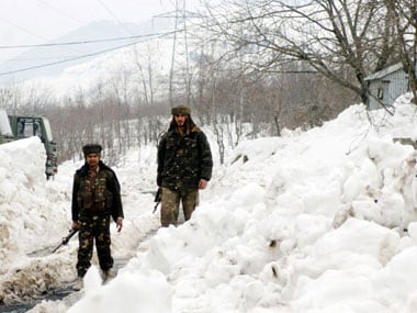 Jammu and Kashmir to receive heavy snowfall ; MeT  issues high-danger avalanche warning