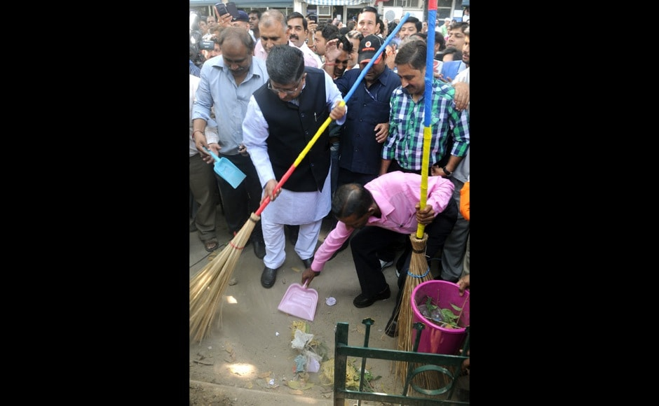 The Union Minister for Communications & Information Technology and Law & Justice, Shri Ravi Shankar Prasad launching cleanliness drive in the campus of Ministry of Law and Justice to mark the commencement of Swachh Bharat Mission, in New Delhi on September 25, 2014.