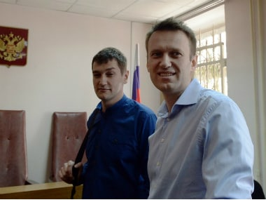 File photo of Kremlin critic and opposition leader Alexei Navalny (R) and his brother Oleg (L) in a courtroom in Moscow. AFP
