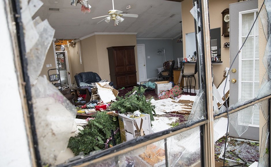AFP_A-christmas-tree-lays-in-the-wreckage-