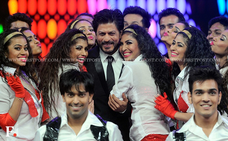 Shah Rukh Khan doing what he does best: romancing the ladies. Sachin Gokhale/Firstpost