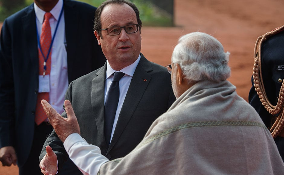 French President Francois Hollande gestures as he says goodbye to Indian Prime Minister Narendra Modi at the end of Hollande's welcoming ceremony in New Delhi on January 25, 2016. After beginning a three-day visit to India in the northern city of Chandigarh on January 24, French President Francois Hollande has headed to the capital New Delhi to make common cause with India's Prime Minister Narendra Modi on issues such as combating Islamist extremists and climate change. AFP PHOTO /ROBERTO SCHMIDT