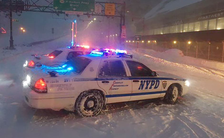 New York City police monitor traffic during the snowstorm which took place on 23 January. At least 16 persons have died following the storm. Reuters.