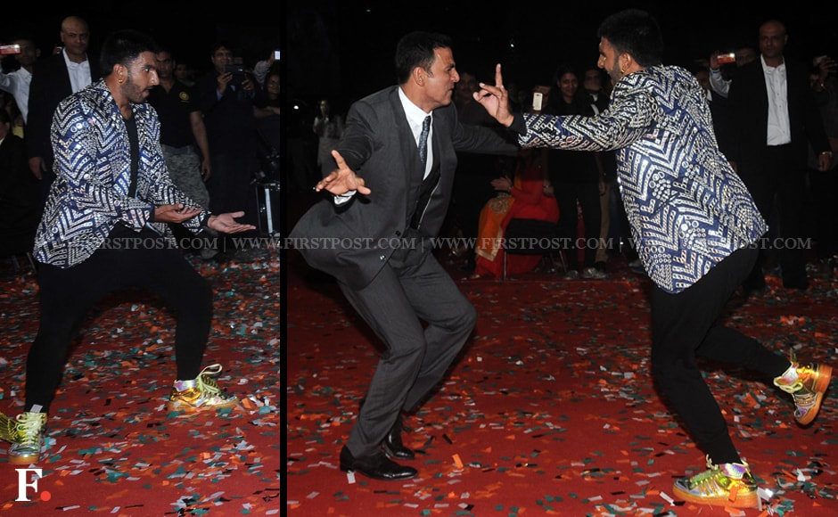 Ranveer Singh gets Akshay Kumar dancing at the Star Screen Awards. Sachin Gokhale/Firstpost