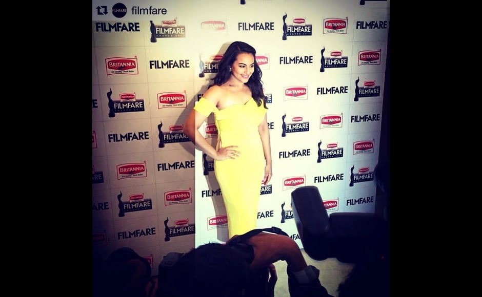 Here's another one from Sonakshi Sinha's Instagram, this time at the Film Fare Awards. Image courtesy: @aslisona/Instagram