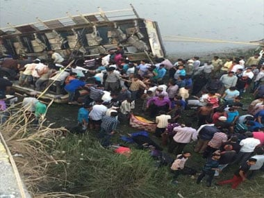 The accident site at Navsari in Gujarat. Image courtesy Pruthvish Pandya's Twitter handle