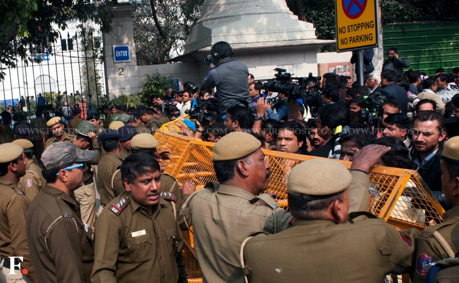 Police and journalists outside Patiala House Court in New Delhi. Naresh Sharma/Firstpost