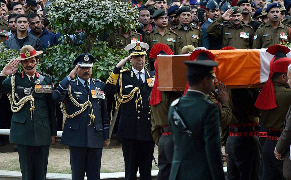 Army chief Gen. Dalbir Singh Suhag, Air Chief Marshal Arup Raha and Navy Chief Admiral Robin K. Dhowan pay their last respects to Lance Naik Hanumanthappa Koppad in Brar square, New Delhi on Thursday. Koppad, who was miraculously found alive after remaining buried under huge mass of snow for six days at Siachen Glacier, died in New Delhi on Thursday. PTI