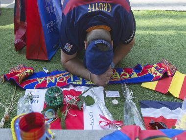 A FC Barcelona supporter offers his respects to the late Dutch soccer great Johan Cruyff at the Camp Nou stadium. AP