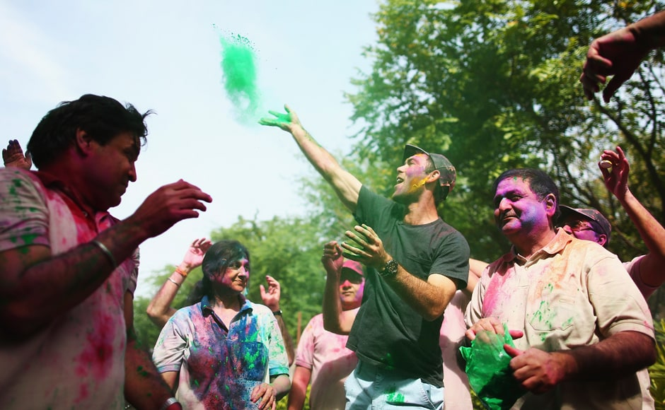 Glenn Maxwell celebrates Holi Festival of Colours with Chandigargh locals ahead of the ICC WT20 match between Australia and Pakistan on March 24, 2016 in Chandigarh. Getty Images