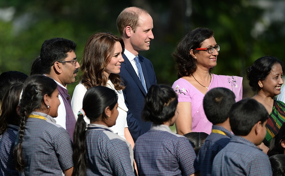 William and Kateposed for photograph with schoolchildren during theirvisit to Gandhi Smiriti. AFP