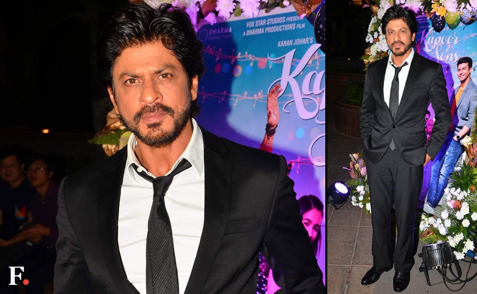 Shah Rukh Khan looked dapper in black at the success party. Sachin Gokhale/Firstpost